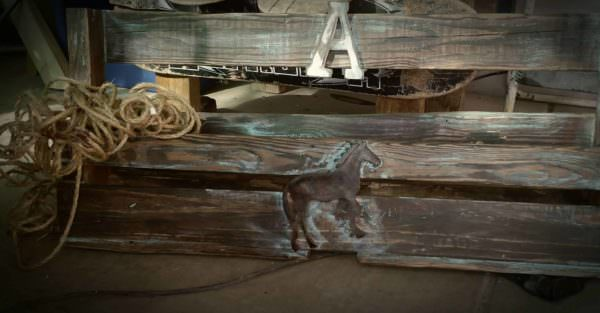 Western Twist Pallet Wine Rack with a Country Flair! Pallet Shelves & Pallet Coat Hangers