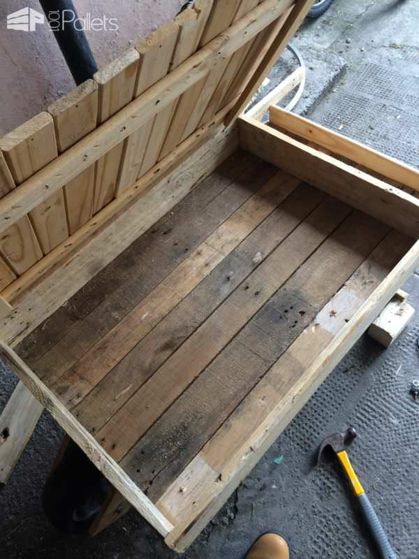 Wheel Barrow Kiddies Sandpit from Pallets Fun Pallet Crafts for Kids