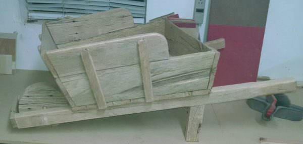 Wheel Barrow Planter From 1 Pallet Pallet Planters & Pallet Compost