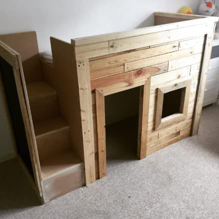 Kids Pallet Bed/Playhouse