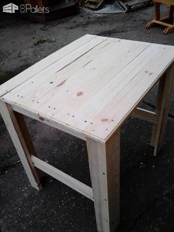 1001pallets.com-table-of-two-pallets1