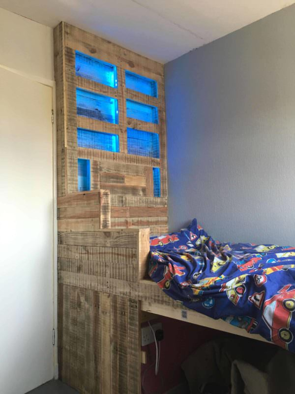 Raised Pallet Led-lit Kids Bed DIY Pallet bed headboard and frame - Pallet Bedroom
