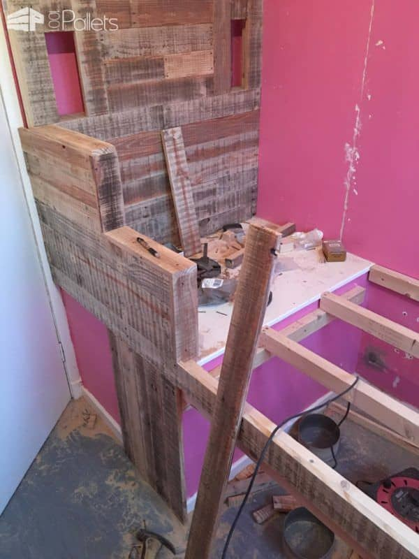 Raised Pallet Led-lit Kids Bed DIY Pallet Bedroom - Pallet Bed Frames & Pallet Headboards