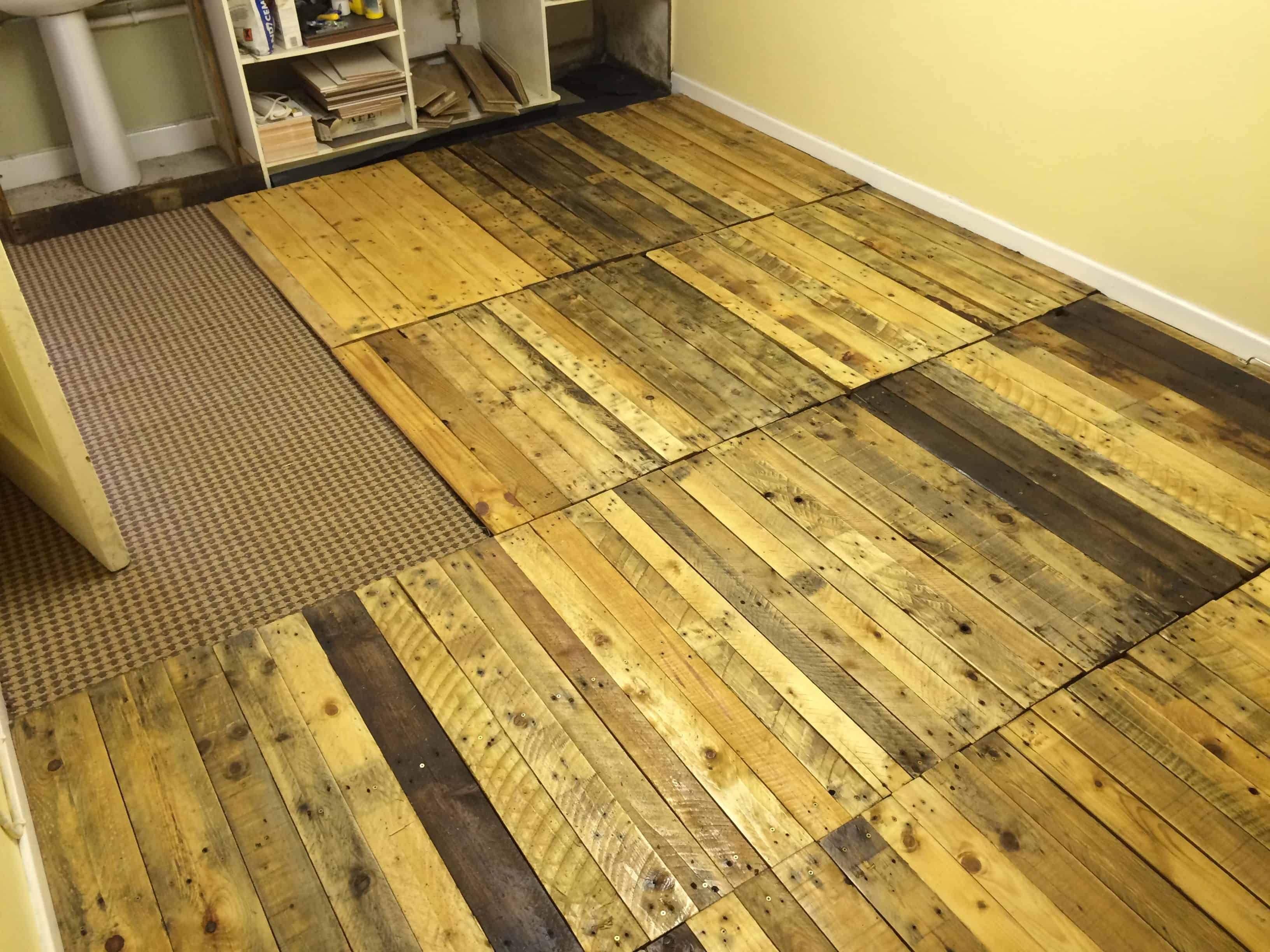 Beautiful Removable Pallet Kitchen Floor!