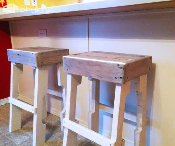 1001pallets.com-new-rustic-bar-stools-from-pallets2