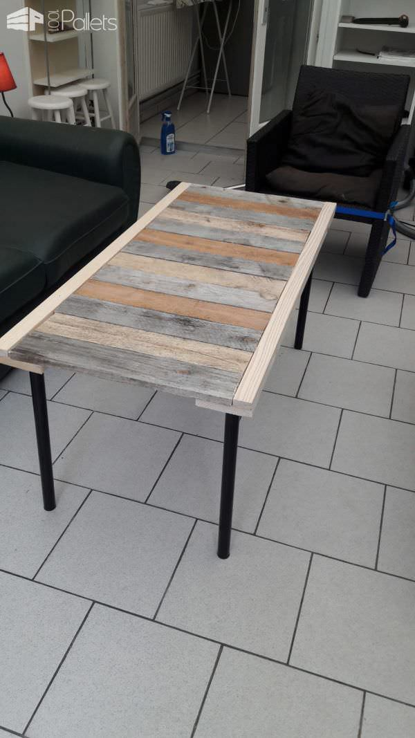 Table basse en palettes 2 pallets coffee table pallet for Table basse palette roulette