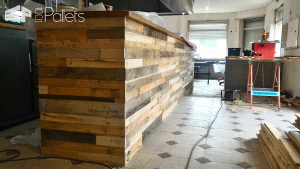 Bar Receives Pallet Wood Facelift DIY Pallet Bars