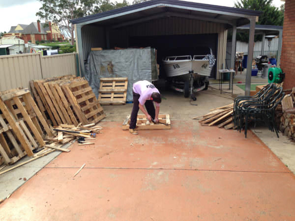 Diy: Portable Pontoon Using Old Pallets and Old Blue Drums Pallet Floors & Decks Pallet Sheds, Cabins, Huts & Playhouses