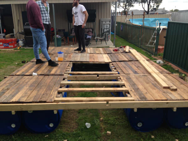 Diy: Portable Pontoon Using Old Pallets and Old Blue Drums Pallet Floors & DecksPallet Sheds, Pallet Cabins, Pallet Huts & Pallet Playhouses