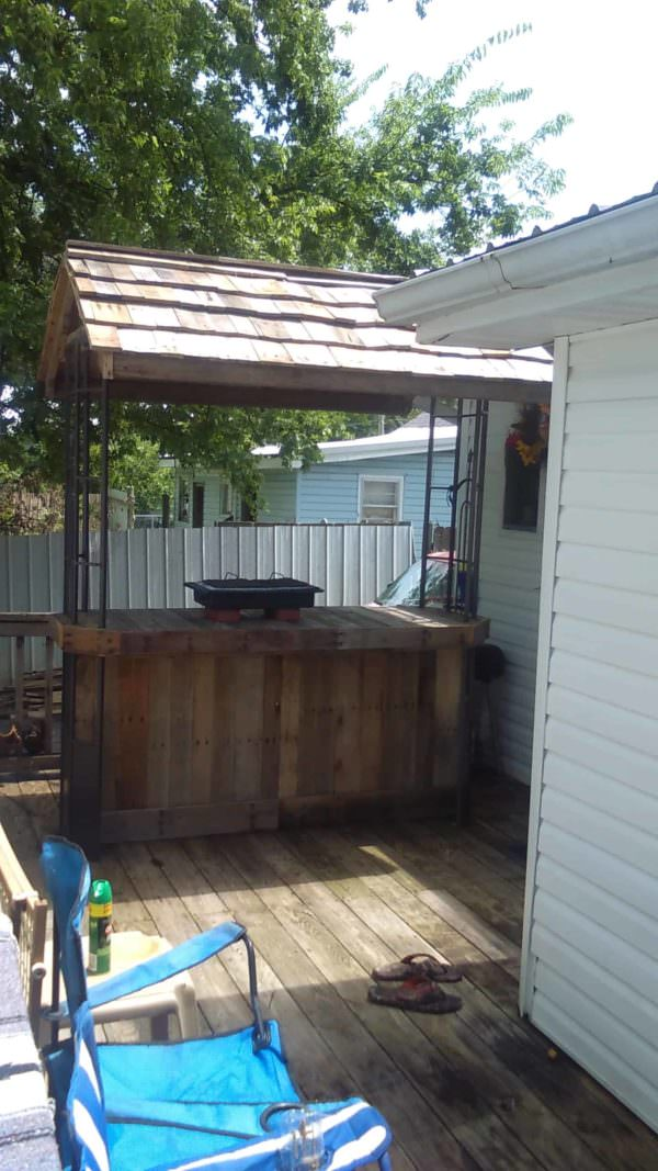 Hurricane Pallet Bar DIY Pallet Bars Pallet Terraces & Pallet Patios