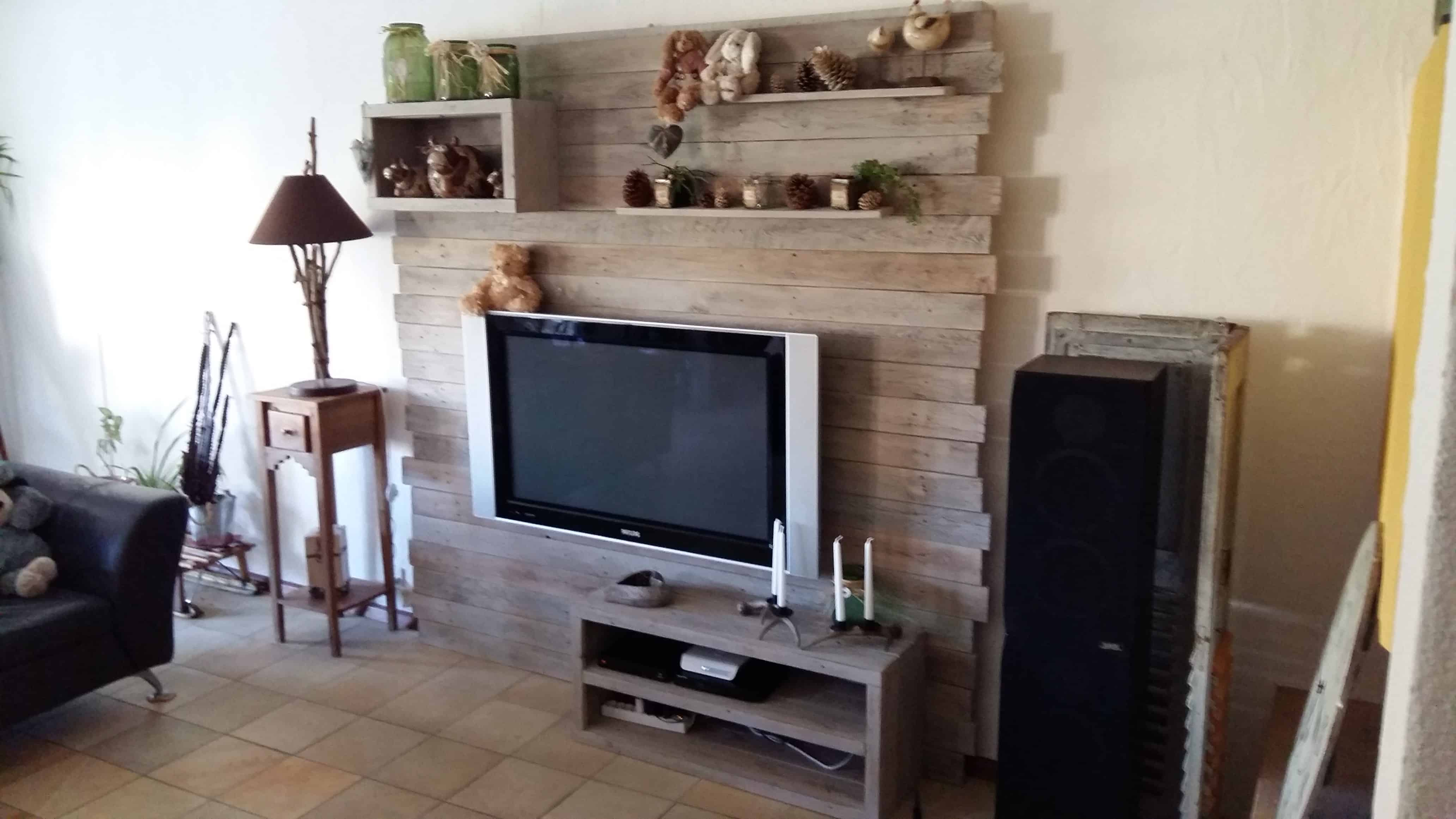 pallet entertainment center wall meuble tv en palette 1001 pallets. Black Bedroom Furniture Sets. Home Design Ideas