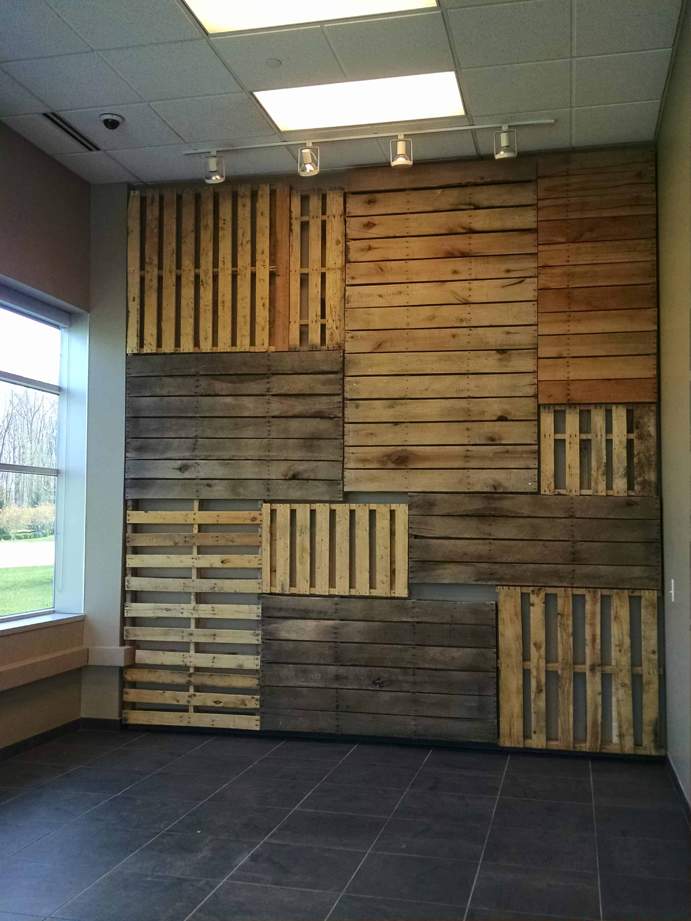Pallet walls amp pallet doors diy wood pallet projects amp ideas