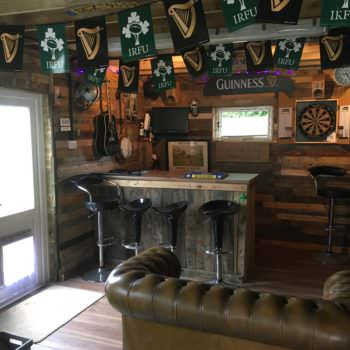 Pallet Garage Bar / Mancave