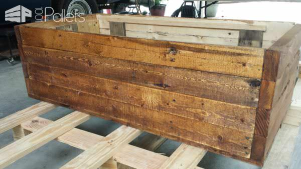 1001pallets.com-i-built-this-chest-from-mainly-one-pallet-with-pieces-from-others7