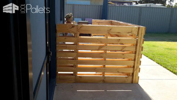 1001pallets.com-rustic-outdoor-bar-area-made-from-pallets-shipping-cratesrecycled-wood-and-old-tin2