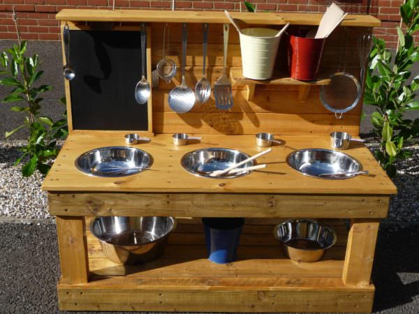 1001pallets.com-3-bowl-mud-kitchen-with-removeable-blackboard