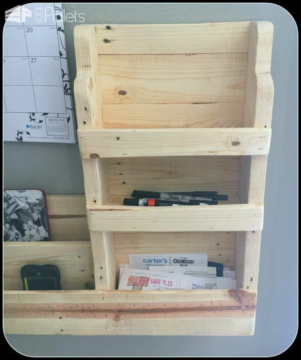 Family Pallet Command Center Pallet Home AccessoriesPallet Shelves & Pallet Coat Hangers