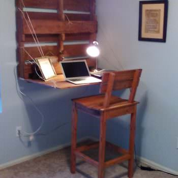 Folding Pallet Computer Desk / Chair