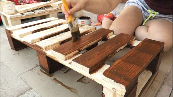 Fun DIY Pallet Bench/Shoe Rack DIY Pallet Video TutorialsPallet Benches, Pallet Chairs & Stools