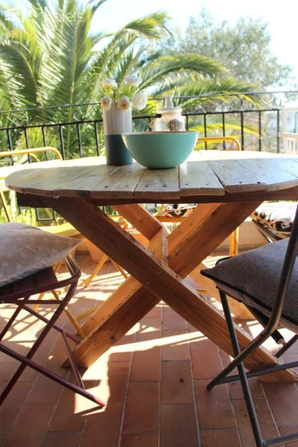 Garden Pallet Table / Table De Jardin Pallet Desks & Pallet Tables