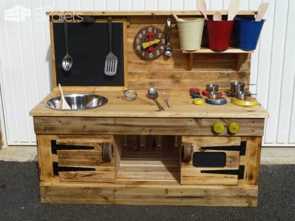 Pallet Educational Play Kitchens Fun Pallet Crafts for KidsPallet Desks & Pallet Tables