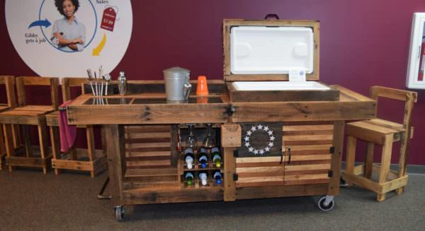 Pallet Palooza 1st Place in Furniture: Colonial Cooler Bar DIY Pallet Bars