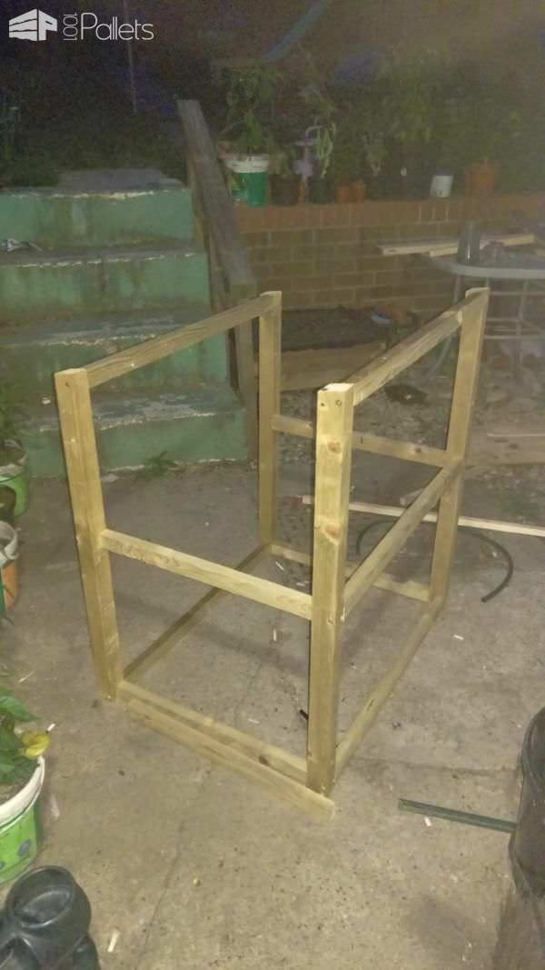 1001pallets.com-rabbit-castle-hutch1