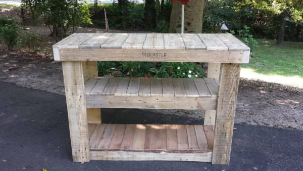 1001pallets.com-rustic-tv-table-with-shelves