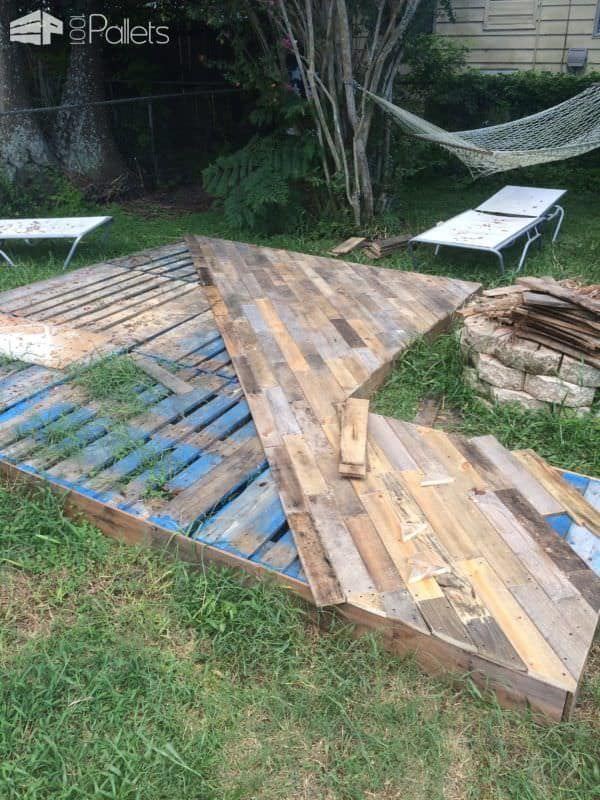 Patio Deck Out Of 25 Wooden Pallets 1001