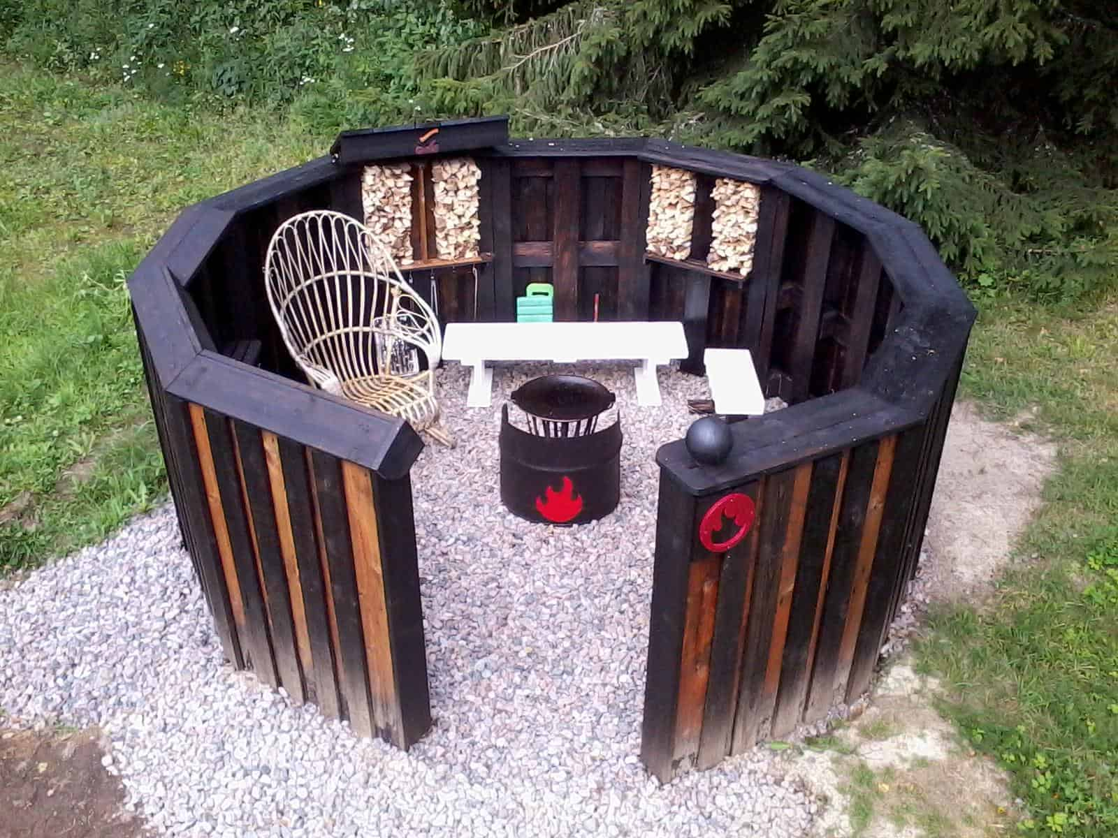 Unique circular euro pallet fire pit 1001 pallets for How to make a pallet fire pit table