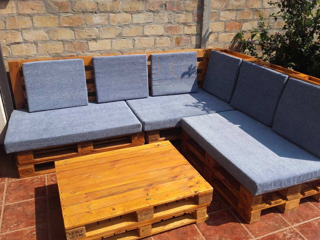 Angular Euro-pallet Patio Lounge Set • Pallet Ideas • 1001 ...