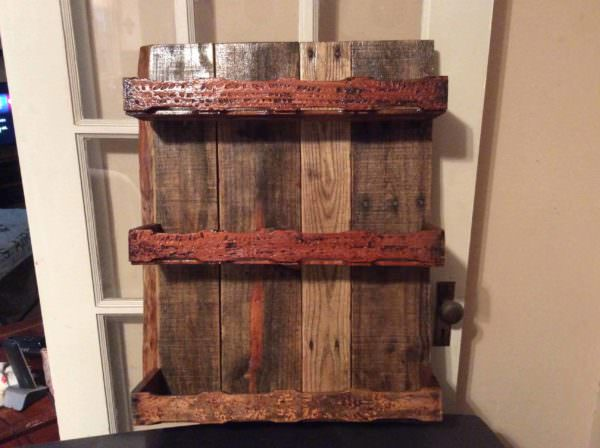 Bee-utiful Pallet/Bee Box Frame Spice Rack Pallet Projects Pallet Shelves & Pallet Coat Hangers