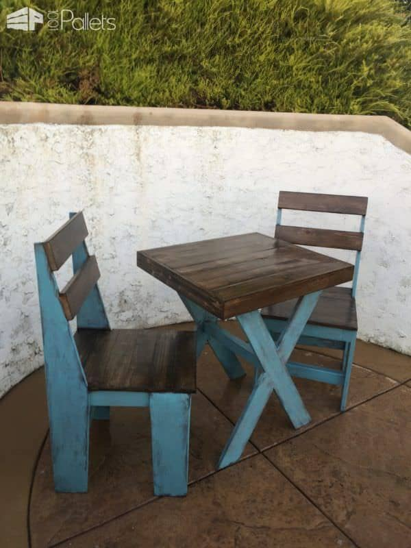 Cascade Blue Chalk-painted Pallet Bistro Set Pallet Benches, Pallet Chairs & Stools Pallet Desks & Pallet Tables