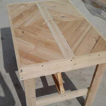 Diamond-topped Multi-purpose Pallet Table