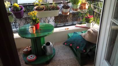 Green Balcony Pallet Table / Seating