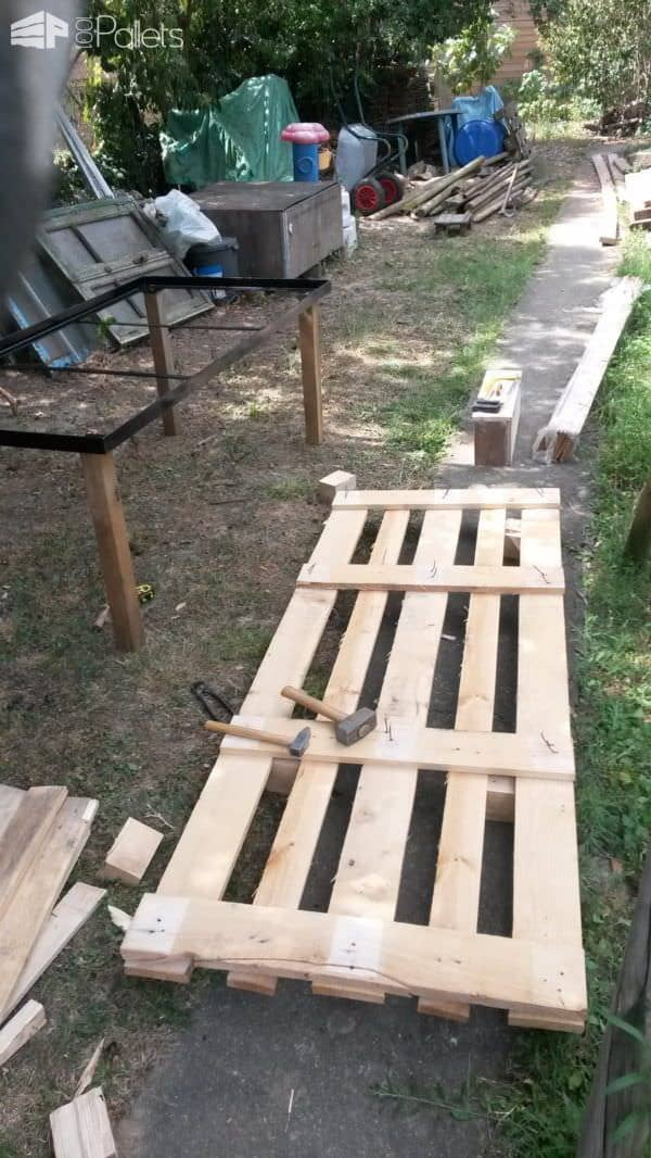 Iron Bed Frame Pallet Garden Table Pallet Desks & Pallet TablesPallets in the Garden
