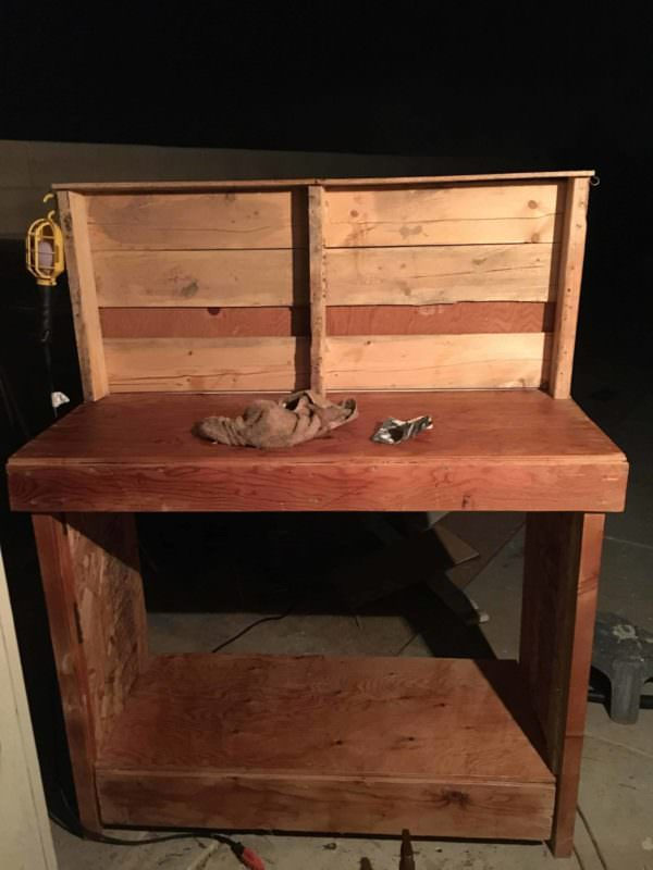 Plywood-Topped Pallet Workbench 1