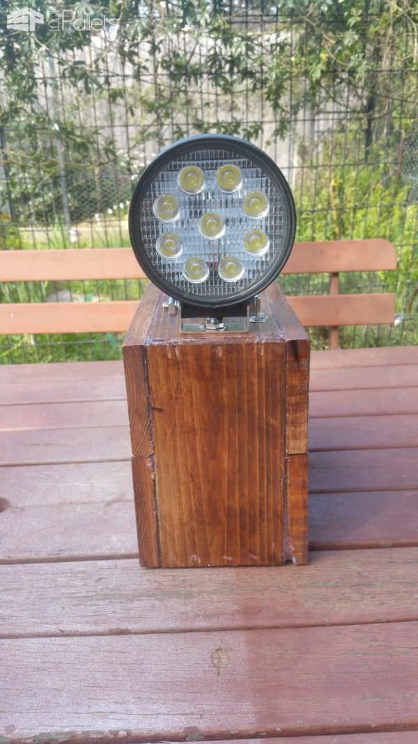 Rechargeable Battery Pack/Spotlight From Pallets Pallet Lamps, Pallet Lights & Pallet Lighting