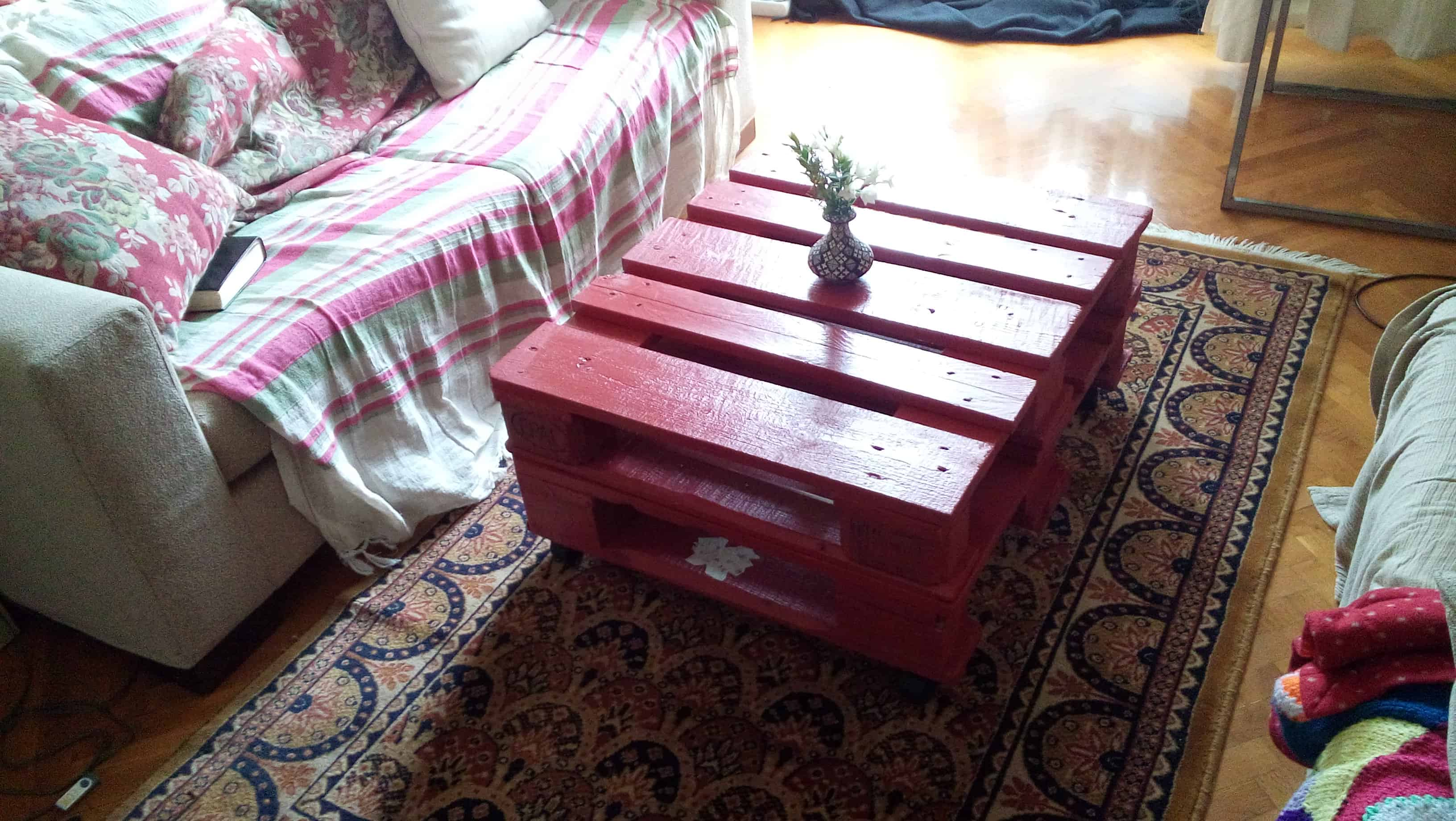 Red Decoupage Pallet Coffee Table • 1001 Pallets