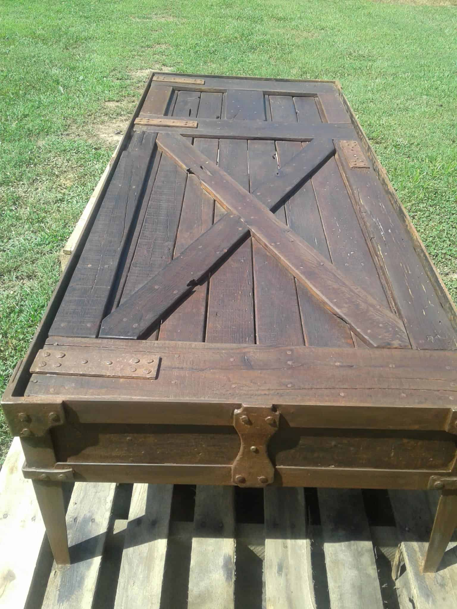 Red Oak Iron banded Pallet Coffee Table • 1001 Pallets