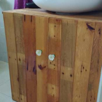 Rustic Sink Pedestal Surround Out Of 6 Repurposed Pallets / Mueble De Baño