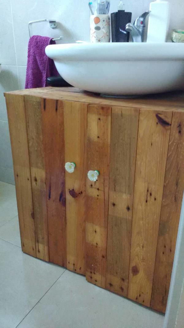 Rustic Sink Pedestal Surround Out Of 6 Repurposed Pallets / Mueble De Baño Pallet Cabinets & Pallet Wardrobes