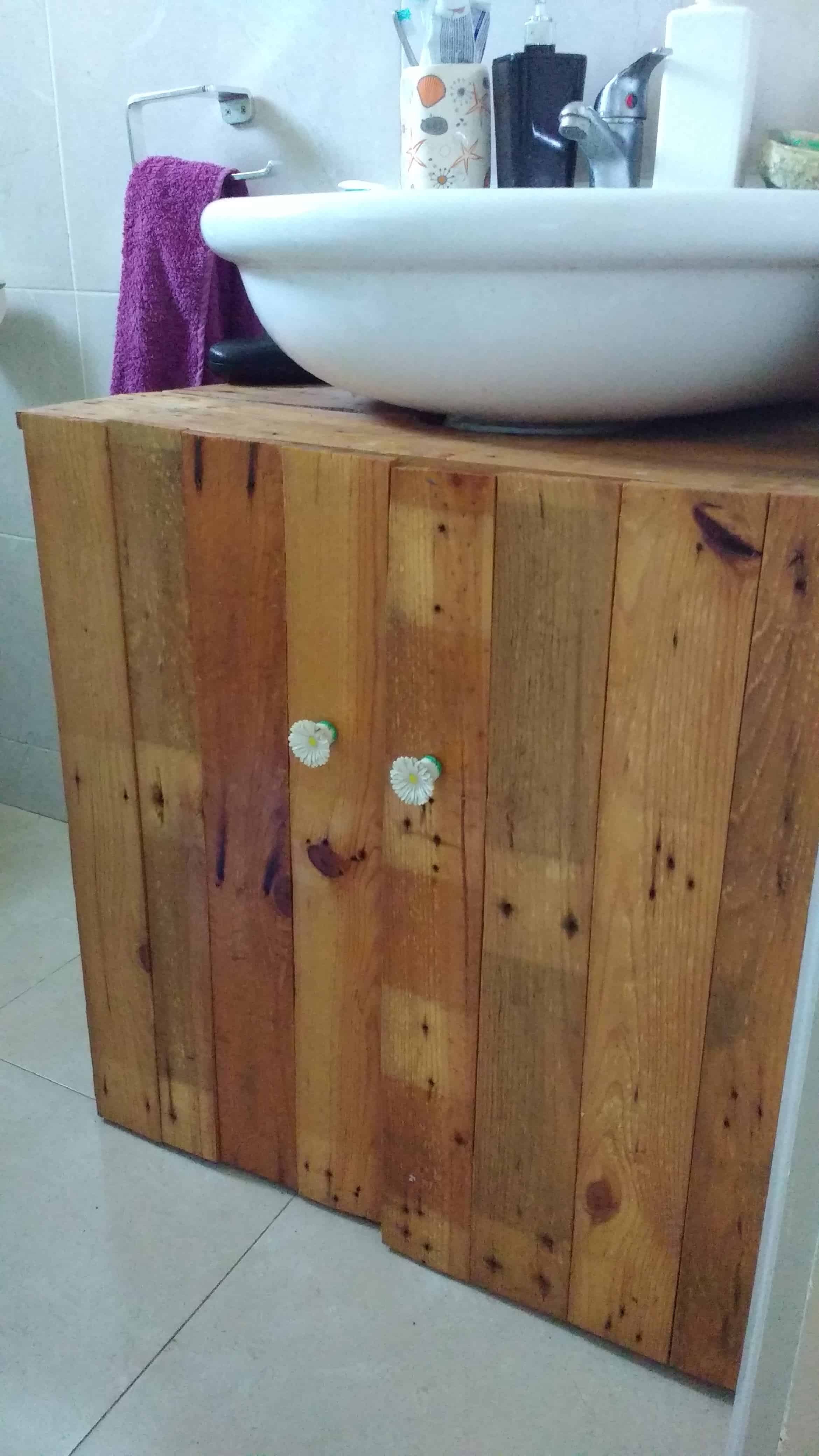 Rustic sink pedestal surround out of 6 repurposed pallets for Bathroom sink surround