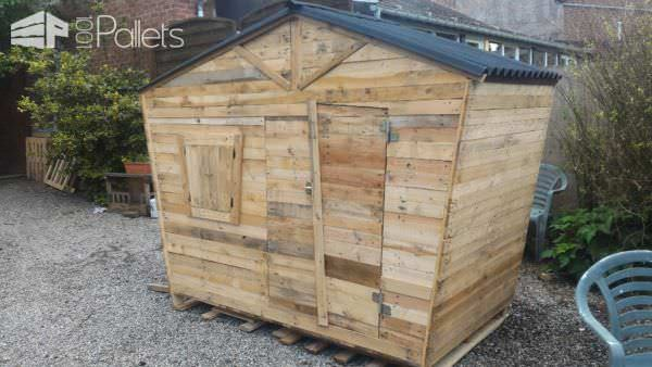 Fun Pallet Playhouse 1