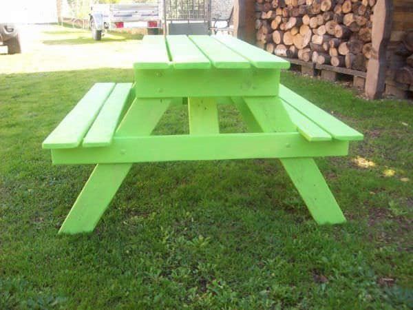 Adorable Children's Pallet Picnic Table / Petite Table Avec Bancs En Palette Fun Pallet Crafts for KidsPallet Desks & Pallet Tables