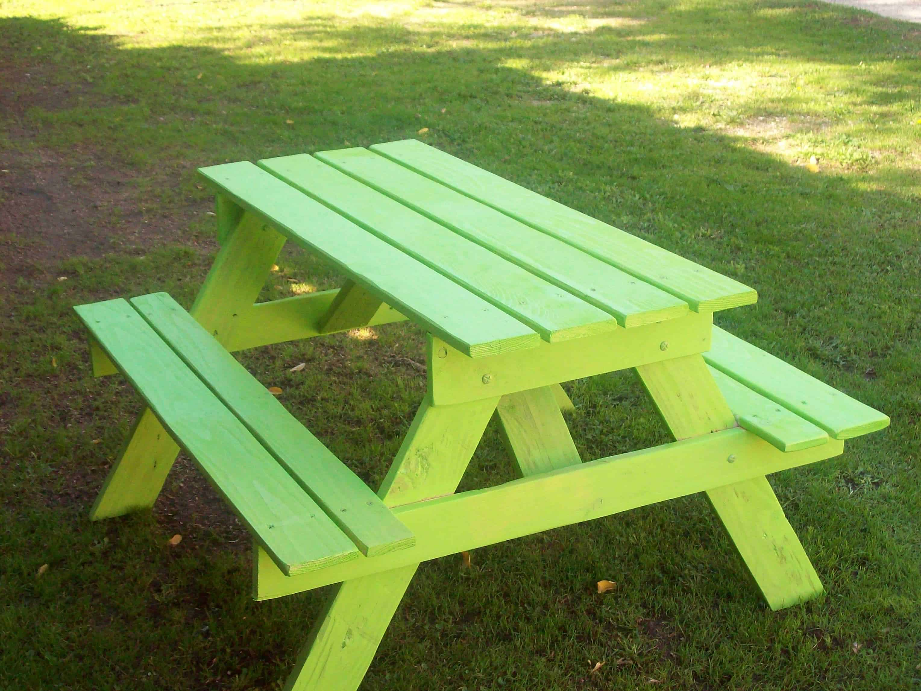 Adorable children 39 s pallet picnic table petite table for Table en palette