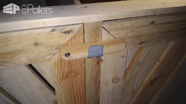 Beautifying Pallet Trash Bin Cabinet / Armoire Cache Poubelles Pallet Sheds, Pallet Cabins, Pallet Huts & Pallet Playhouses