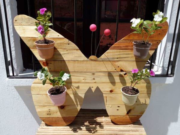 Cheerful Pallet Butterfly Planter Wall Art Pallet Planters & Compost Bins Pallet Wall Decor & Pallet Painting