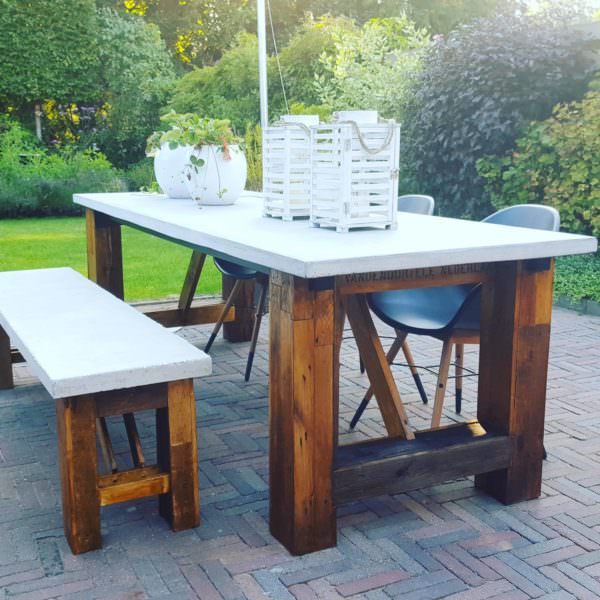 Concrete-topped Outdoor Pallet Table Set Pallet Benches, Pallet Chairs & StoolsPallet Desks & Pallet Tables