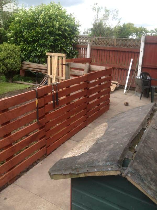 Easy Pallet Fence Patio Surround • 1001 Pallets